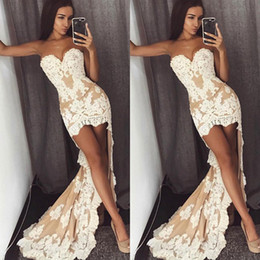 Barato Vestidos De Noiva De Baixa Renda-Vintage High Low Wedding Dresses Cheap Sweetheart Lace Appliqued Sleeveless Sexy Illusion Plus Size Vestidos de noiva