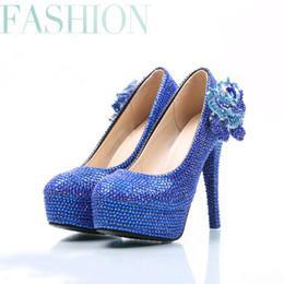 Orologio blu con diamanti a forma di diamante con diamanti a forma di diamante blu con diamanti