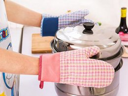 wholesale kitchens Australia - 2017 new insulation gloves Kitchen microwave oven gloves thickened oven anti-hot gloves Kitchen, Dining & Bar free shipping