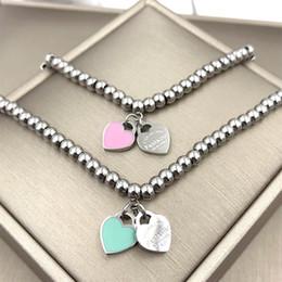 Mode für immer Liebe Doppel Pfirsich Gum Pulver blau Perlen Armband Fashionista Ball Kleber Hand auf Herz im Angebot