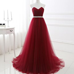 Barato Longo Vestido De Cetim De Cristal Vestidos-Cheap Burgundy Prom Dresses 2017 Sweetheart sem mangas Ruched Tulle Longo Formal Evening Party Vestidos Lace-up Back Beads Sequins Crystals Belt