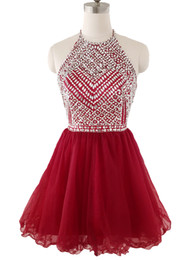 Barato Borgonha Sequin Vestidos De Baile De Homecoming-2018 Borgonha Short Homecoming Vestidos Halter Sequins Beads Cristais Puffy Skirt Cocktail Party Vestidos Júnior Prom Vestidos Backless Em Stock