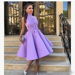 Le Soir, Porter Des Mini Tops Pas Cher-Cheap Short Lavender Purple Robes de bal Tea Longueur 2017 en dentelle sans manches en satin Robe de cocktail occasion spéciale Evening Party Gowns