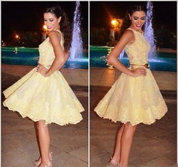 Barato Mais Tamanho Vestido De Cocktail Amarelo-2017 Amarelo Novo Estilo árabe Lace Homecoming Dress A Line Short Juniors Sweet 15 Graduation Cocktail Party Dress Plus Size Custom Made