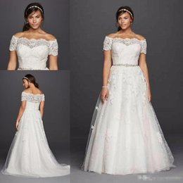 Barato Mais Cinto De Noiva-Oleg Cassini 2017 Jewel Favoured Sleeve Plus Size Vestidos de casamento Lace Applique Off-ombro Beaded Belt Country Boho Vestidos de noiva de casamento