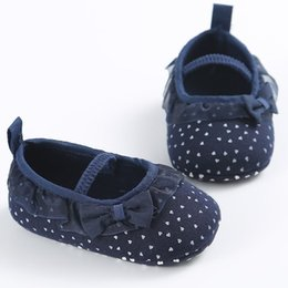 Barato Sapatos Prewalker Grossista-Atacado- White Bowknot Dot Newborn Baby Girl Lace Princesa Shallow Ankle Sneakers Toddler Prewalker Anti-Slip Shoe Simple Baby Shoes