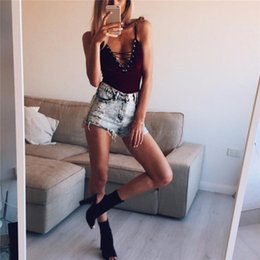 Mono Corto De Las Señoras Baratos-Hip Hop Bandage Cinturón Bow Feminas Shorts Bodysuit Spaghetti Strap Sin mangas Hollow Out Backless Camis Playsuit otoño Ladies Party Jumpsuits
