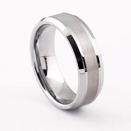 d9a613b4cd7b 2017 Nueva Llegada para hombre anillos de tungsteno Hombres de Moda de Boda  de Acero de Tungsteno del Regalo Del Banquete de Boda de 8mm de Ancho  joyería
