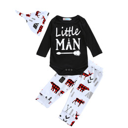 Ensemble De Vêtements Pour Petits Garçons Pas Cher-Ensemble de vêtements pour bébés Brand 2017 Autumn Letter Little Man Arrow Romper + Cartoon Animal Pants + Hat / Cap 3pcs Kids Boy Girl Ensembles de vêtements Outlet Ensembles