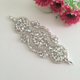Barato Caixilhos Decorativos Por Atacado-(5pieces) Iron On Crystal Beaded Sewing Wholesale Bridal Sash Garters Decorative Trim Rhinestone Appliques para vestidos de noiva