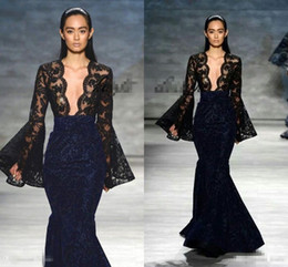 Barato Baile De Formatura Sexy-Michael Costello Mermaid Evening Pageant Vestidos com manga longa 2018 Sexy Black Navy Lace Deep V-neck Fishtail vestidos de baile formal