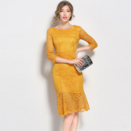 Barato Vestidos Amarelos Sólidos-Lotus Leaf Lace Dress Elegant Slim Bodycon Vestidos de manga comprida Amarelo Plus Size Solid Hollow Out Evening Vestidos