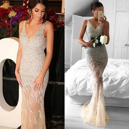 Barato Mulher Champanhe Sexy-Champagne Luxury Mermaid Prom Dresses 2018 V-Neck Pavimento Comprimento Silver Crystal Beaded Vestidos de noite formal Sexy Dubai Women Prom Party Dress