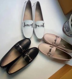 Barato Marca Dupla-2017 Luxo Marca dupla T-Metal Fivela Mocassins Loafers Vaca Couro Sapatos Mulheres Gommino Driving Shoes Loafers flats