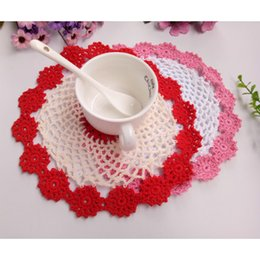 $enCountryForm.capitalKeyWord Canada - Free Shipping 12pcs lot Wholesale DIY Household Handmade Round Flower Table Mat Crochet Doilies Cup Mat 21cm Coaster shooting props Retro