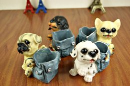 Barato Desenhos Animados De Pote De Lápis-Resina Mini Cartoon Dog Jeans Bags Brush Pot Cute Pequenos artigos de mobiliário Creative Student Pencil Vase Ornament Desk presente decorativo 1285