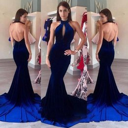 Halter Backless Atractivo Del Vestido Largo Baratos-Sexy Backless Velvet Prom Dresses 2017 Halter Keyhole Frente Vintage Royal Blue Mermaid largo formal vestido de fiesta vestido longo