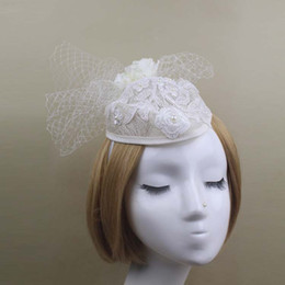 Barato Igreja Do Chapéu Do Laço-2017 Bege Wedding Bridal Small Hats With Lace Flowers Moda Western Style European Cap For Church Prom Party Evening Da China
