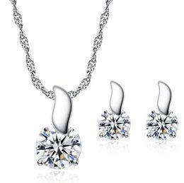 4f909845d577 Las mujeres pequeñas joyas del encanto chapado en oro blanco CZ aretes de  hoja pequeña conjunto de collar para niñas mujeres