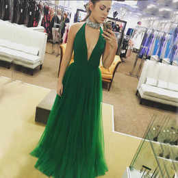 Barato Vestidos Sexy De Linha Verde-Elegant Prom Dresses 2017 Sexy Plunging Beaded Choker High Neck Sem Mangas Emerald Green Tulle A Line Evening Party Gowns Custom Made