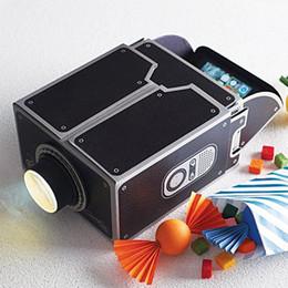 Venda por atacado- VENDA QUENTE Mini Cinema Portátil DIY Cardboard Projeção Smartphone Projetor de telefone móvel para Home Video Áudio Presente