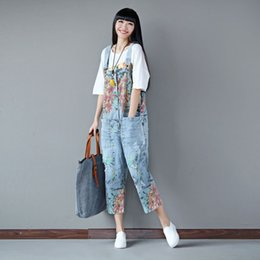 Barato Macacões Soltos Para Mulheres-Atacado- Mulheres Deinim Printed Loose Jumpsuits Ladies Casual Floral Print Denim Pants Overalls Rompers Female Holes Calf Length Trousers
