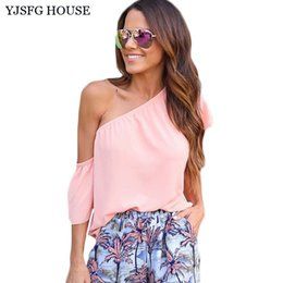 Dessus D'épaule Rose Pas Cher-YJSFG HOUSE Mode Sexy One Shoulder Women T-shirt Casual 2017 Summer Short Sleeve Tops Tee Shirt Femme Solid White Pink Chemise q170669