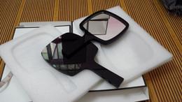 Specchio tenuto in mano di lusso limitato C specchio acrilico nero Specchio tenuto in mano cosmetico eccellente delle donne con il contenitore di regalo Regalo perfetto di VIP in Offerta