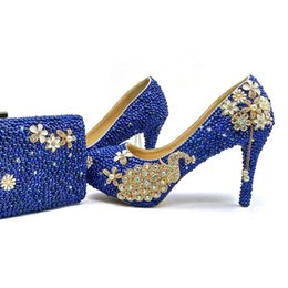 Superbes Chaussures De Mariage Bleues Pas Cher-2017 Royal Blue Perle chaussures de mariée avec Matching Bag Magnifique Design Peacock Style Rhinestone Wedding Party Chaussures avec embrayage