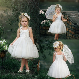 Barato Barato Menina Vestidos Brancos-White Cheap Simple Design Flower Girl Dress Lace Appliques Páginaant Meninas Vestidos Tulle Knee Length Little Bride Gowns