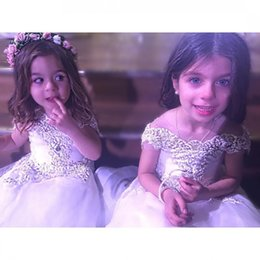 Les Enfants Du Soir Pas Cher-Lovely Lace Flower Girls Robes pour Wedding Jewel Neck Backless Appliqued Dress Communion A Line Plissé Enfants Evening Gowns