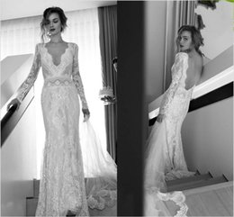 Barato Backless Vestidos De Mangas Compridas-Sexy Long Sleeved Lace Wedding Dresses Lihi Hod bainha Bridal Gowns com Deep V Neck Backless Fitted Brides Dress Custom Made Vintage 1174