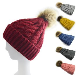 Barato Boné Crochet Primavera-New Fashion Women Spring Winter Hats Beanies Knitted Cap Crochet Chapéu Fur Pompons Ear Protect Casual Cap Chapeu Feminino GG17