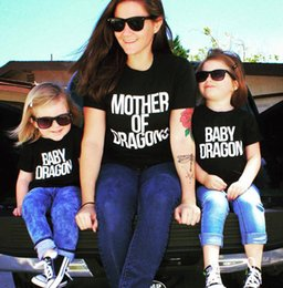 Barato Bebês Brancos Camisetas-INS New Mother of Dragons T Shirt Algodão Short Sleeved Family Matching Outfits Mamãe e filha Black White Top Tees Baby Dragon Shirt