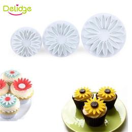 Discount cutters press cookies - Wholesale- 3-4 pcs Set Sunflower Maple Leaf Shape Cookie Mold Plastic 3D Spring Press Cookie Cutter Fondant Cake Decorat