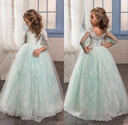 Barato Vestidos De Aniversário Brancos-2018 White Lace Ball Gown Comprimento do assoalho Flower Girls Dresses For Weddings Mangas curtas Girl Birthday Party Dress Little Girls Pageant Wear