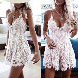 Barato Macacões De Renda Mini-Mulheres V Neck Lace Crochet Holiday Mini Playsuit Rompers Vestido Strappy Summer Beach Jumpsuit Shorts
