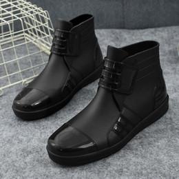 Atacado PVC cor Sólida Moda Feminina Botas de Chuva sapatos Casuais Sapatos de Salto Plana Ankle boots antiderrapante confortável sapatos de Água de Plástico Tamanho 39-43 em Promoção
