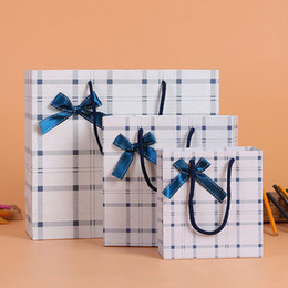 Boutique paper gifts Bags online shopping - Delicate Plaid Paper Gift Bag Bowknot Decoration With Handle Wedding Party Favor Boutique Garment Bags ZA4375