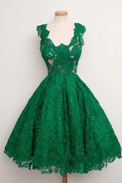 Robes De Retour À L'émeraude Pas Cher-2018 Emerald Green Cap Sleeve Scoop Neck A-ligne Longueur au genou Lace Homecoming Robes Formal Short Prom Party Gowns
