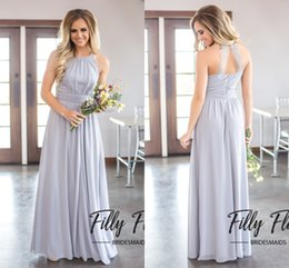 Barato Vestidos Longos Cinzentos Da Dama De Honra-2017 Grey Country Bridesmaids Vestidos Long Uma linha Chiffon Halter Neck Backless Sweep Train Vestidos de noiva Vestidos de dama de honra Vestidos baratos