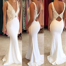 Barato Vestidos Deep Open Neck-Sexy New 2018 Mais recente Deep V Neck Mermaid Prom Dresses Lace Applique Varredura Train Open Back Vestidos formidáveis ​​de festa à noite Custom Made