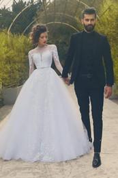 Button Up Backed Wedding Dress Canada - Hot Sale Scoop Neck Long Sleeve A-line Wedding Dresses Button up Back Appliques Beaded Bridal Wedding Gowns Vestido De Noiva
