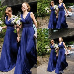 Robes De Demoiselle D'honneur Douces Pas Cher-2017 Royal Blue Chiffon Cheap Country Robes de demoiselle d'honneur V-neck Pleats Ruched Backless Long Soft Maid of the Honor Robes pour les mariages
