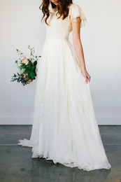 Vente en gros Robe de mariée modeste en mousseline de soie fluide 2019 Plage manches courtes ceinture perlée Temple robes de mariée Queen Anne Neck Robe de réception informelle