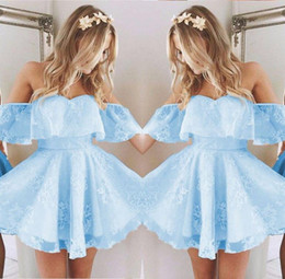 Robes Perlées Pas Cher-2017 Vintage New Short Homecoming Prom Dress Applique en dentelle Beaded Fashion Ice Blue Off Shoulder Cocktail Party Gowns Custom Made