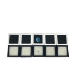 Chinese  100Pcs Plastic Loose Diamond Display Package Box Square White Gem Case Black White Foam Pad Beads Pendant Box White Gem Showcase 3*3*2 cm manufacturers