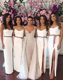 Barato Simples Vestidos De Tamanho Branco Mais-Simples 2017 Africano barato Bridesmaid branco Vestidos Spaghetti Straps Sashes Side Split Satin Plus Size Long Maid Of Honor Wedding Guest Dress