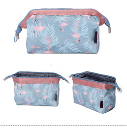 $enCountryForm.capitalKeyWord Canada - 100pcs 19*13*10cm 4Design Big Capacity Cosmetic Case Ladies Makeup Bag Crown Jewels and Sailing Travel Bags Women Accessories Cas