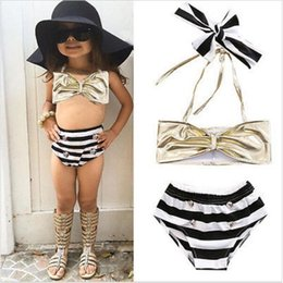 Barato Bonito Praia-Baby Girls Swimsuit Suspenders Backless Striped Swimming Suit 3pcs conjuntos com lindo arco verão Kids Beachwear Factory Free DHL 240